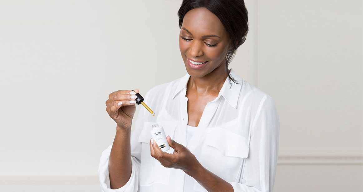Afroamerican woman model ISDIN Flavo C Serum