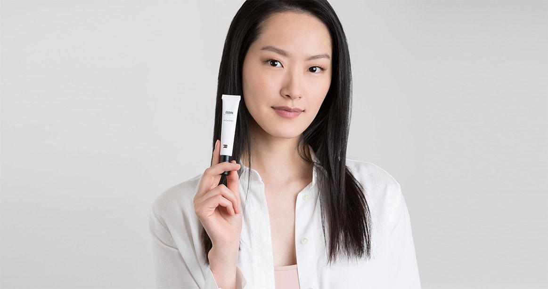 Asian young model ISDINCEUTICS K-Ox Eyes