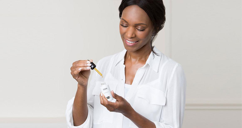 Afroamerican woman model ISDIN Flavo C Serum